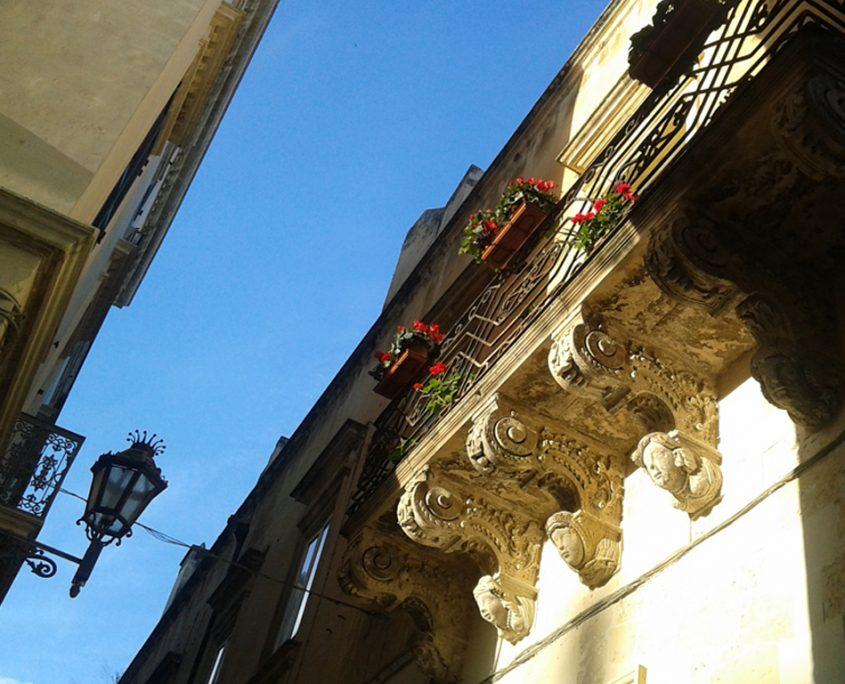 lecce_storia_particolare-The Monuments People - guide turistiche in Puglia
