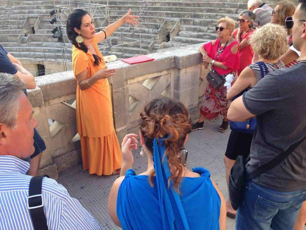 visita guidata della lecce romana in abiti d'epoca