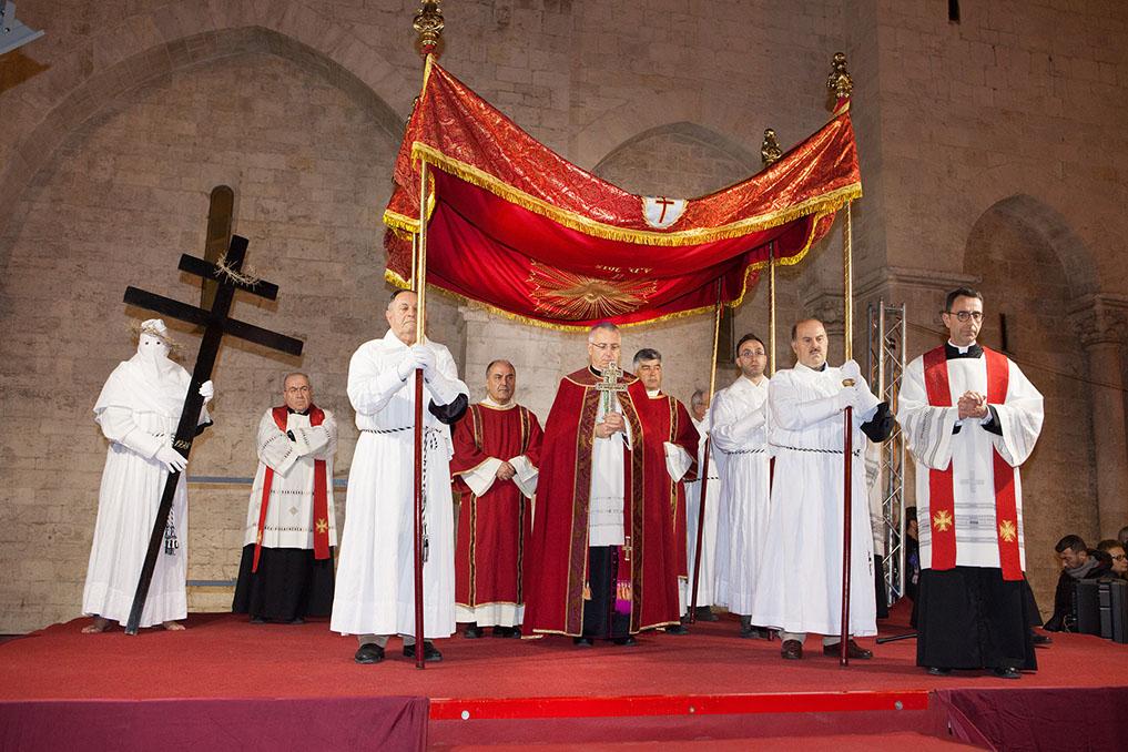 processione legno della Croce
