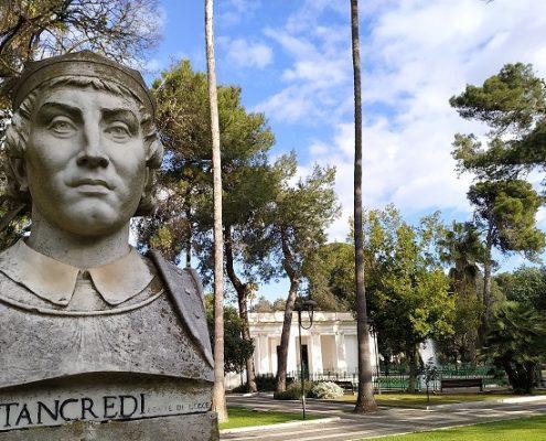 busto di re tancredi nella villa di lecce