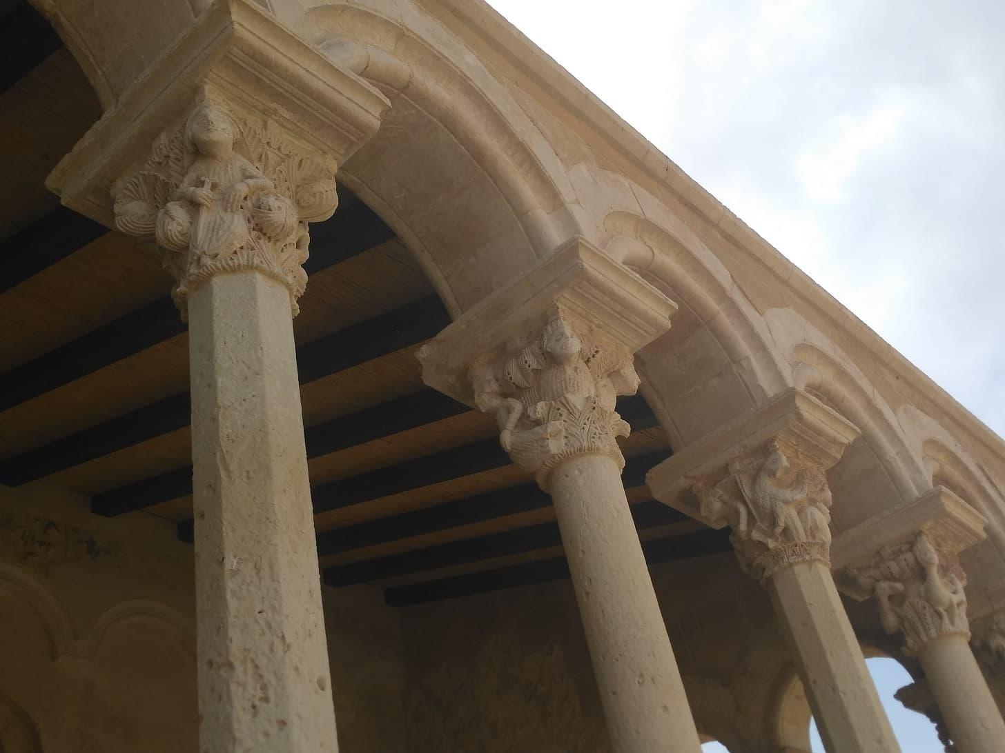 santa maria di cerrate particolare del portico medievale